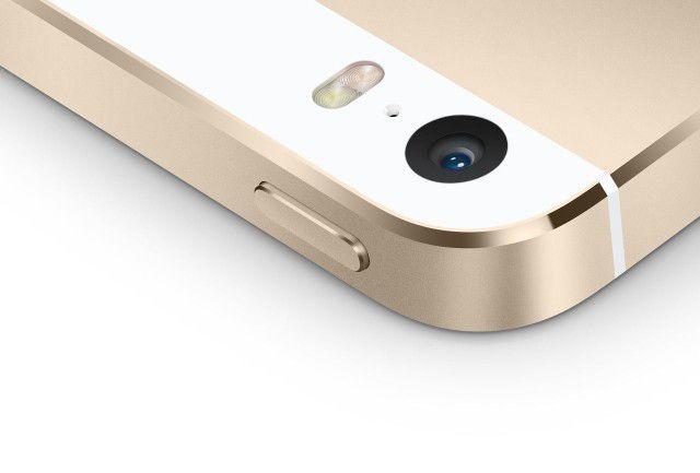 iPhone5s採用True Tone閃光燈,雙LED並排,外形以橢圓呈現。