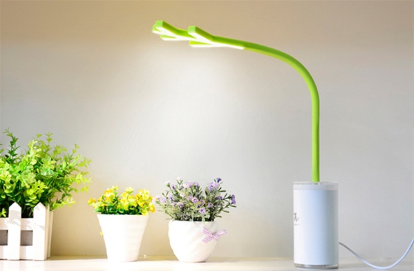 Design-Pie負離子LED樹枝檯燈。