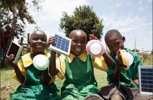 太陽能 LED 燈取代全球偏鄉  煤油燈、蠟燭
