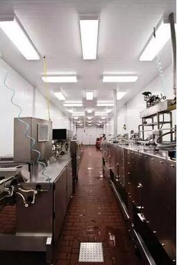 位於加利福尼亞州的綜合食品服務中心採用了NSF認證的、 由Revolution Lighting Technologies生產的LED食品和飲料照明設備